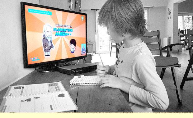 Niño tomando clases a distancia mediante un ordenador